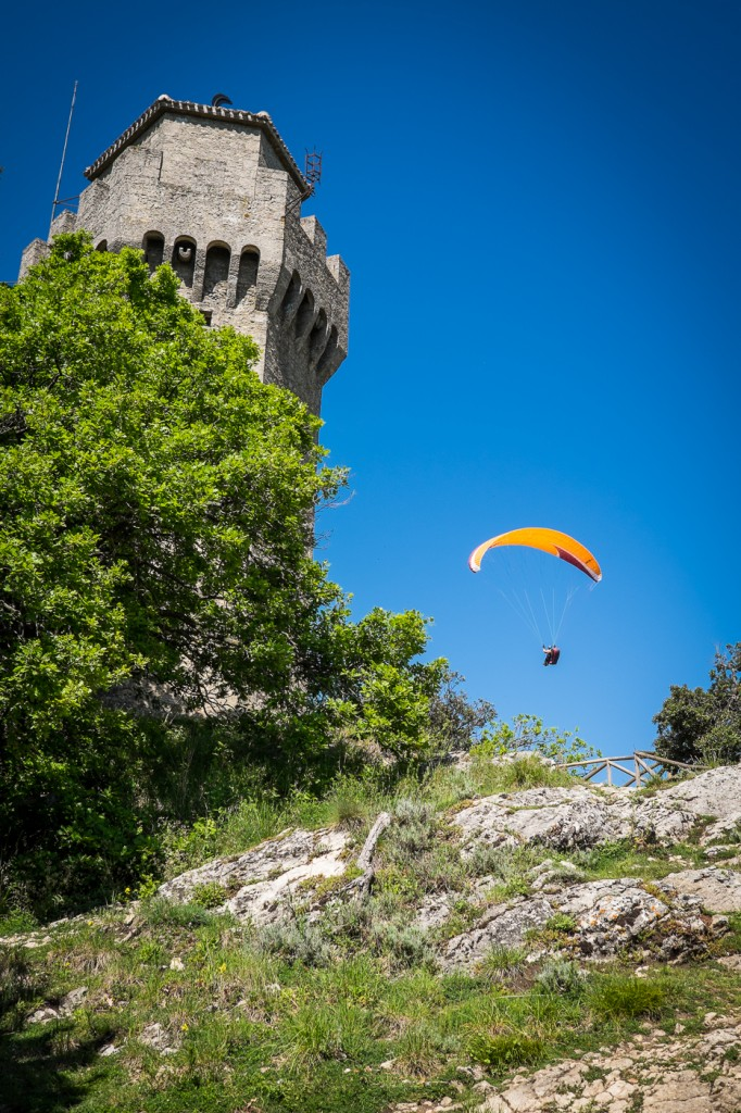 Paragliding near Montale tower San Marino on northtosouth.us
